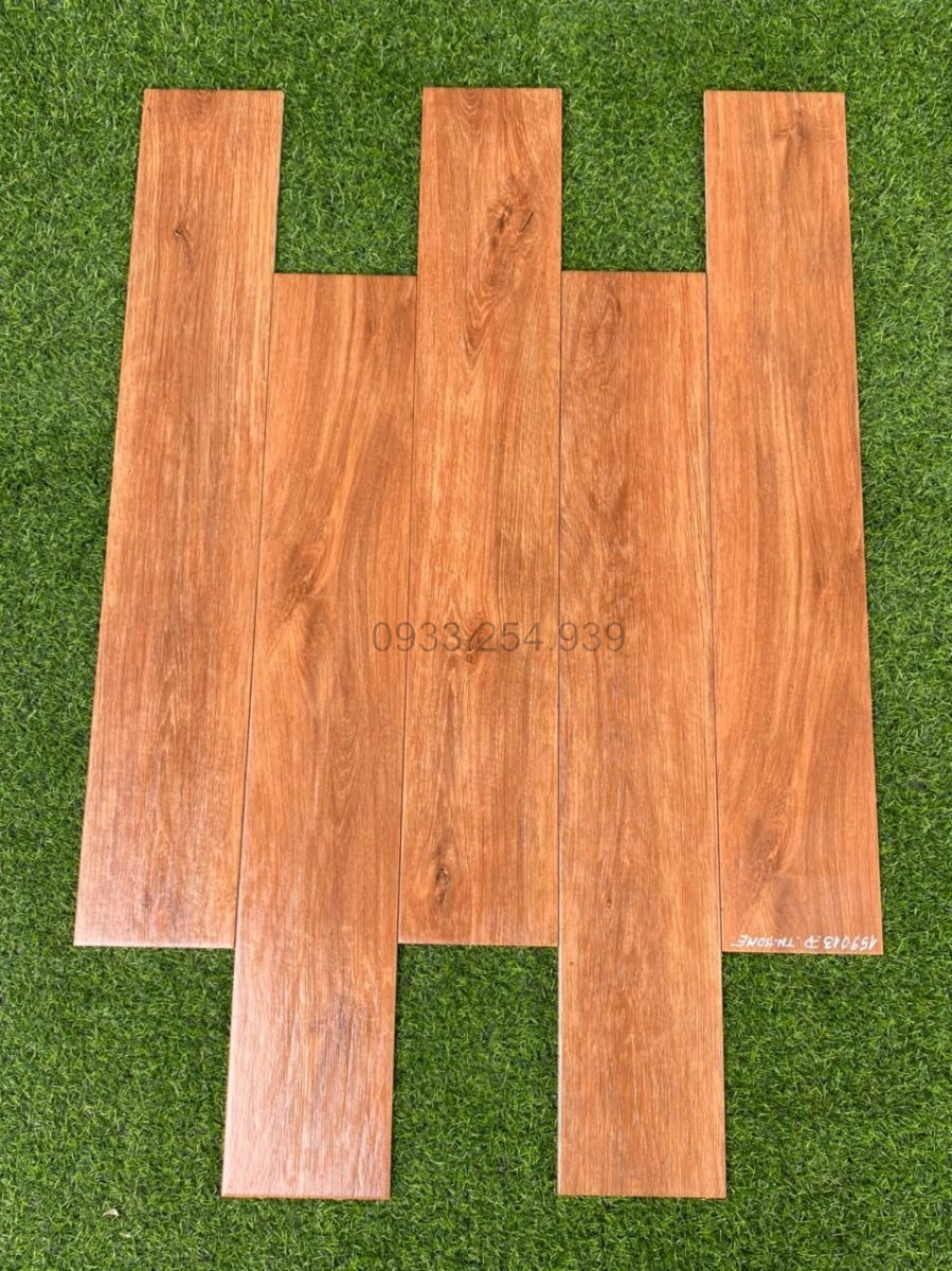 - Phân phối gạch giả gỗ 15x90 giá rẻ, gạch vân gỗ 15x60, gạch lát sàn giả gỗ 15x80, gạch lát nền giả gỗ 20x120 tại Tp.HCM.Ngoài Gạch lát nền giả gỗ 20x100, chúng tôi còn có Gạch giả gỗ 15x60, gạch giả gỗ 15x80, gạch giả gỗ 20x120, gạch giả gỗ 60x60 với nhiều hãng và chất liệu khác nhau cho khách hàng đa dạng sự lựa chọn